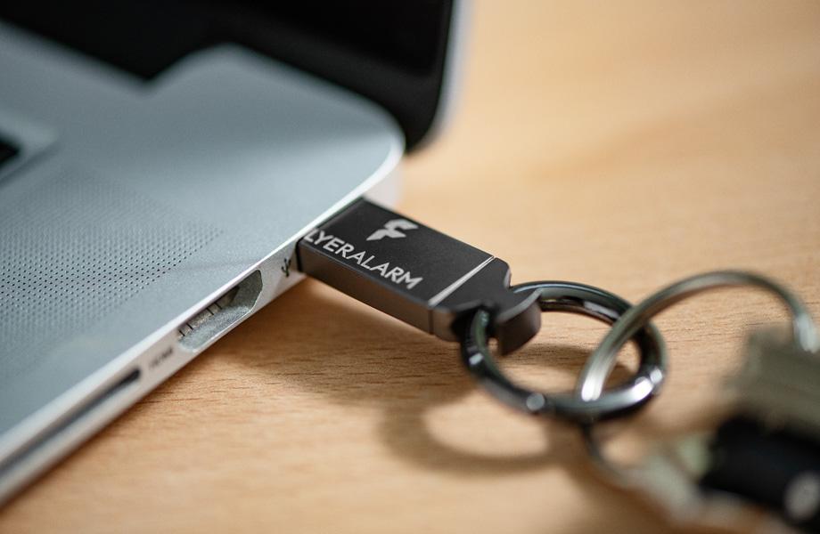 USB-Stick aus Metall mit Schlüsselring